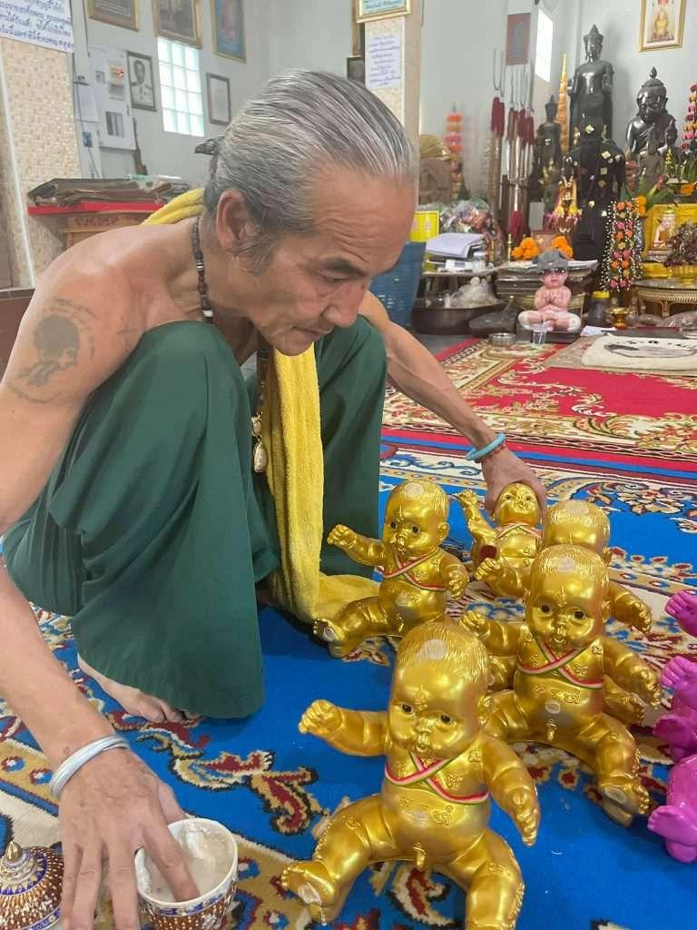 Ajahn Kom Thai Buddhist Amulets
